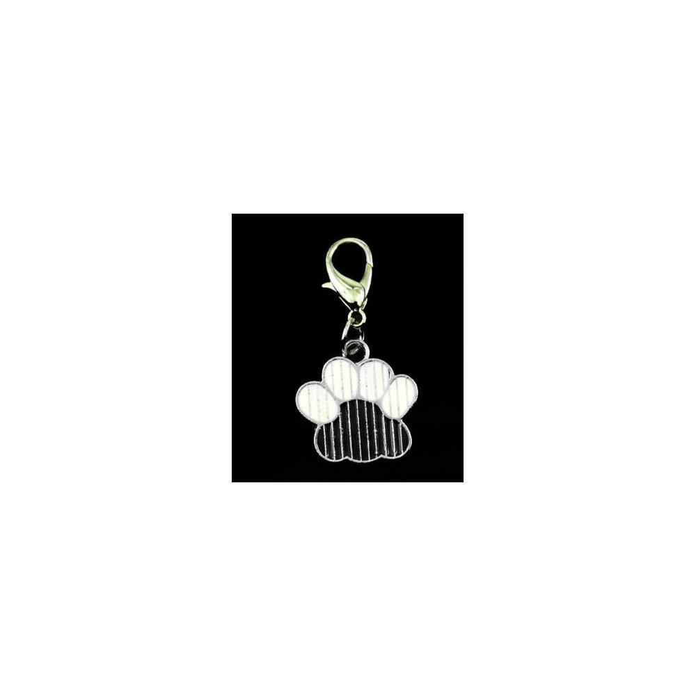 Bijou pendentif en forme de patte argenté pour chien